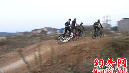 我爱发明踏步而行之柳峰华发明健身自行车
