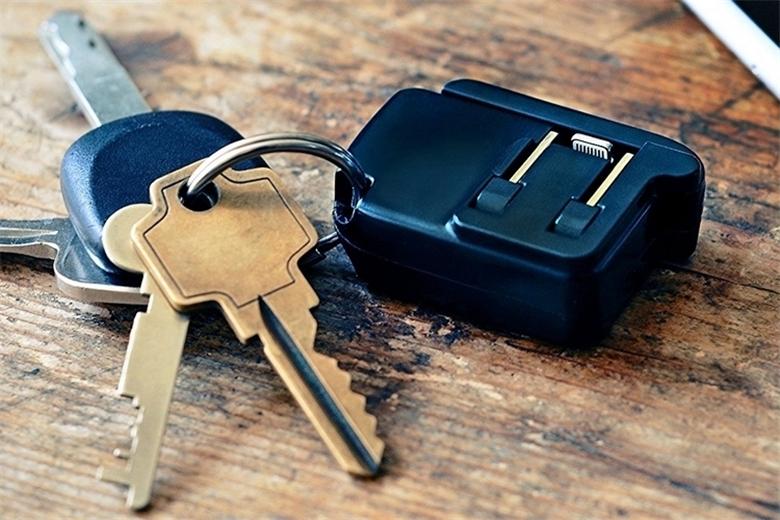 可以放进钥匙扣里的折叠式手机充电器