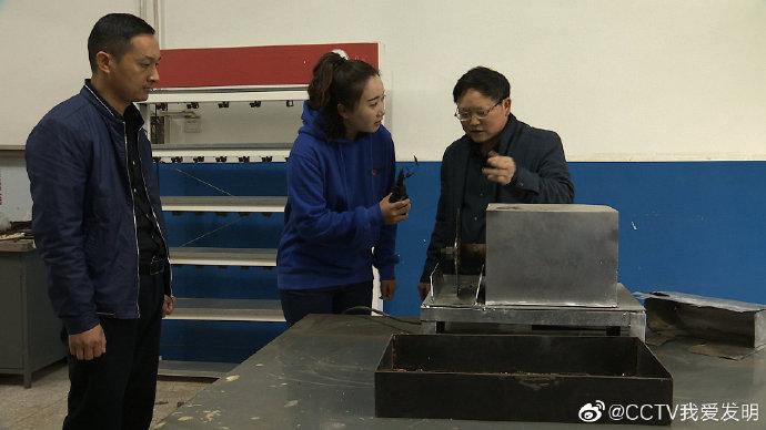 王金福研发猪蹄切割机